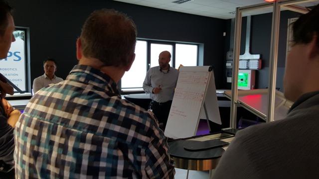 Interactief kennis delen tijdens workshop Bosch Rexroth in het Robotics Experience Center